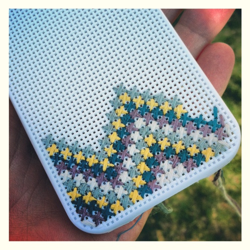 ejemplos de iphone en punto de cruz o cross stitch case