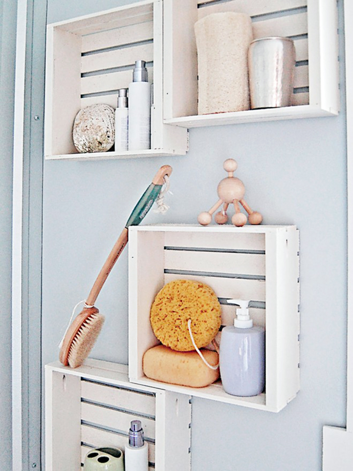 Hacer Estantes Para Baño:DIY Small Bathroom Wall Storage Ideas