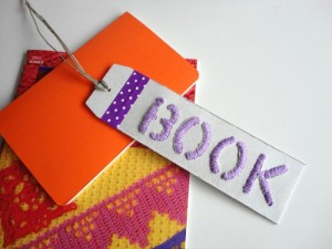 DIY tutorial para reciclar caja cereales en puntos de libro bordados con relieve