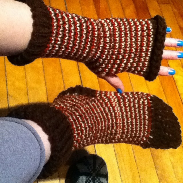 Loom knitted fingerless mittens & socks by @mamamadecrochet
