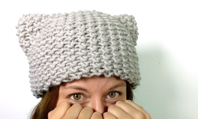 DIY video tutorial how to loom knit a kitty hat