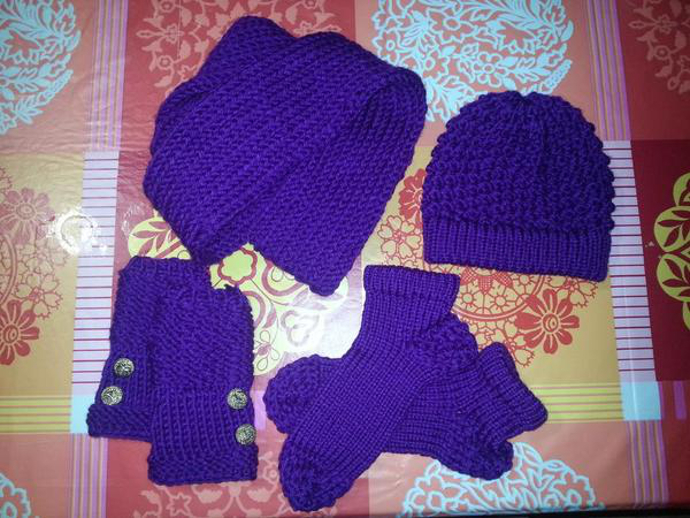 How to loom knit hat scarf mittens and socks