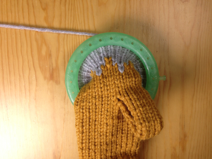how to loom knit gloves mittens