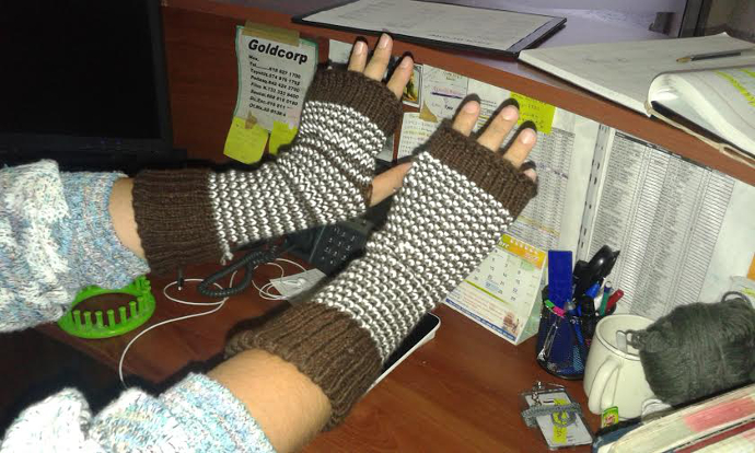 How to loom knit fingerless mittens
