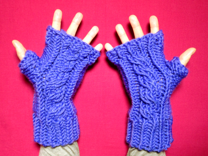 How to loom knit cabled fingerless mittens