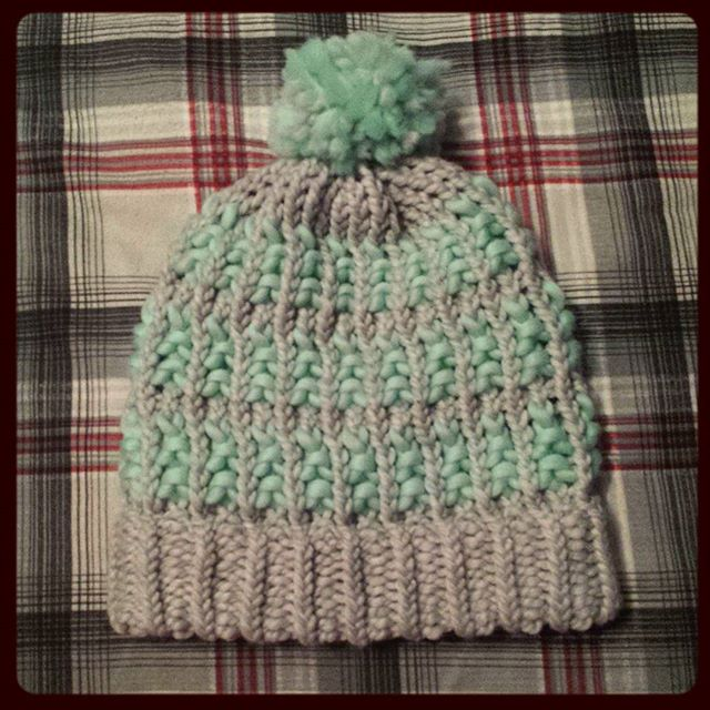 Loom knitted 2 tone hat by @mare_whale_