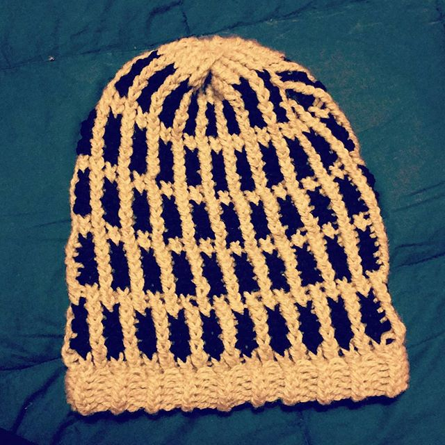 Loom knitted bicolor hat by @the.ashtray.girl